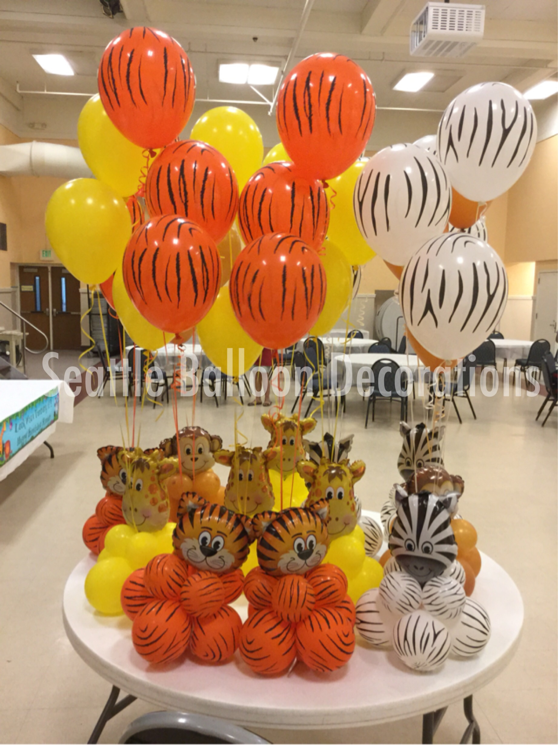 Animal theme table center pieces seattle balloon decorations for Animal decoration