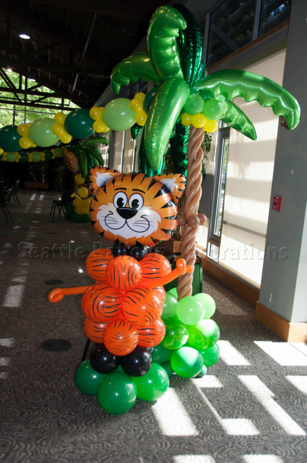 Animal and tree seattle balloon decorations for Animal party decoration ideas